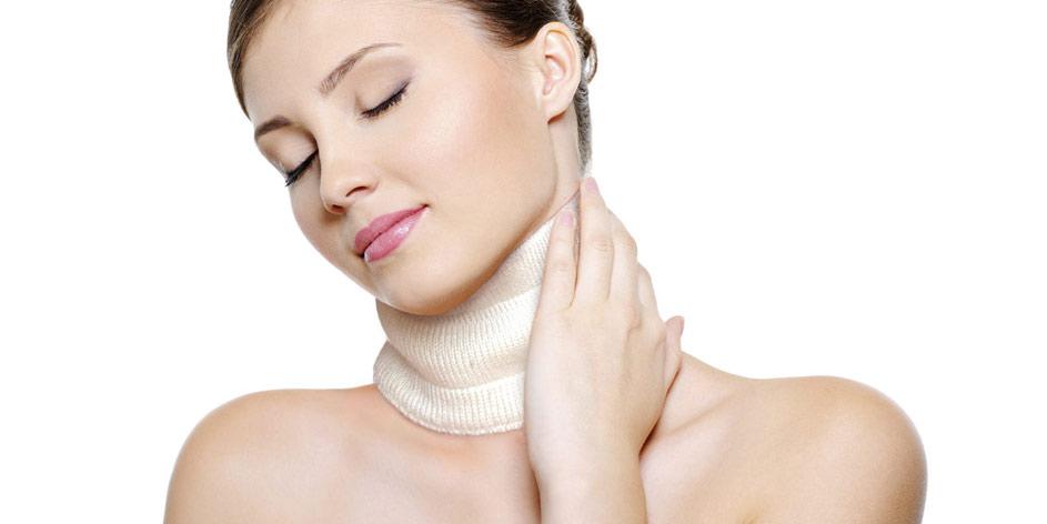 Collare cervicale donna